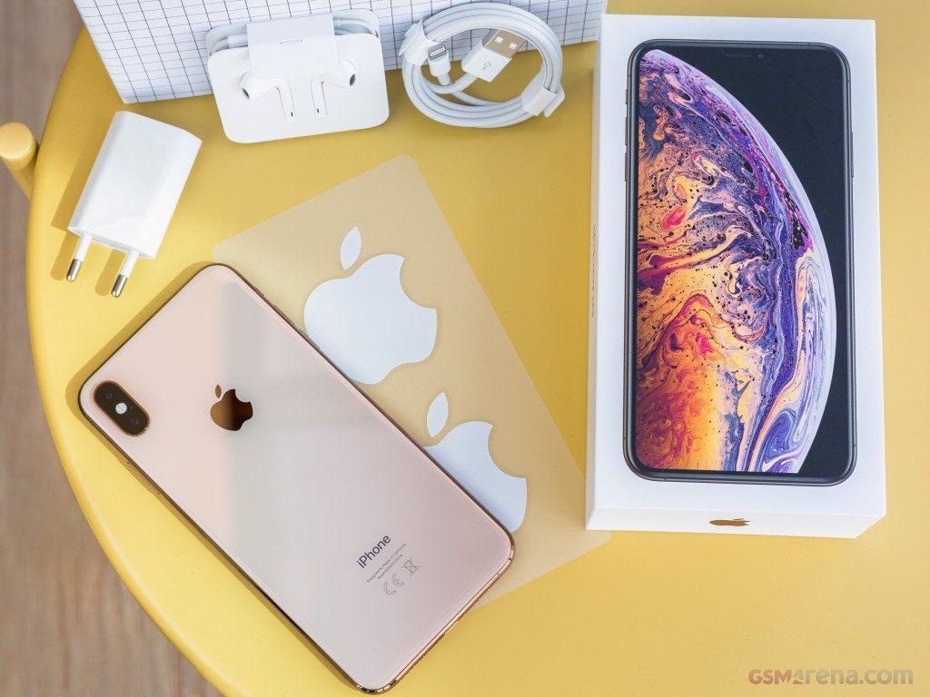 محتويات علبةiPhoneXS max