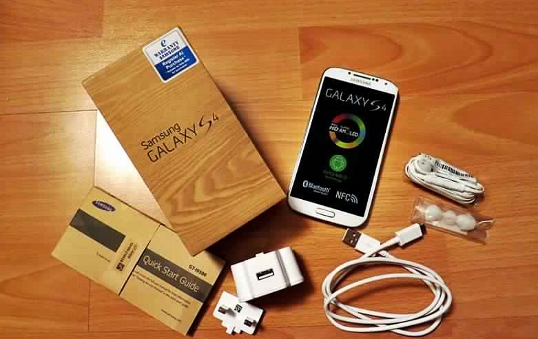 محتويات علبة هاتف Samsung Galaxy S4