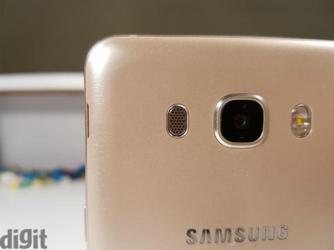 كاميرا هاتف Samsung Galaxy J7 2016