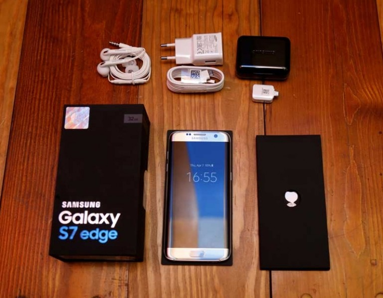 محتويات علبة هاتف Samsung S7 Edge