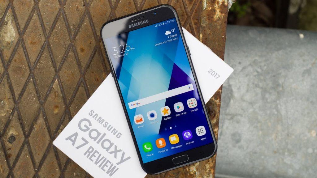 محتويات علبة هاتف Samsung Galaxy A7 2017