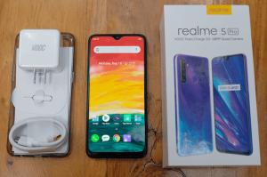 محتويات علبة هاتف Realme 6 Pro