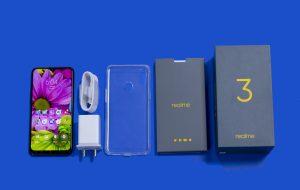 محتويات علبة هاتف Realme 3