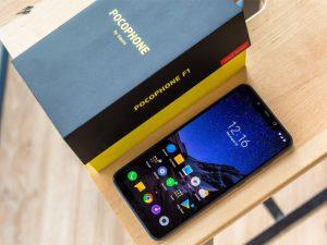 محتويات علبة هاتف Xiaomi Pocophone F1