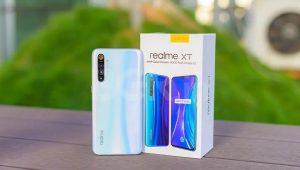 محتويات علبة هاتف Realme XT