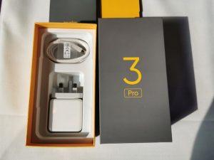محتويات علبة هاتف Realme 3 Pro