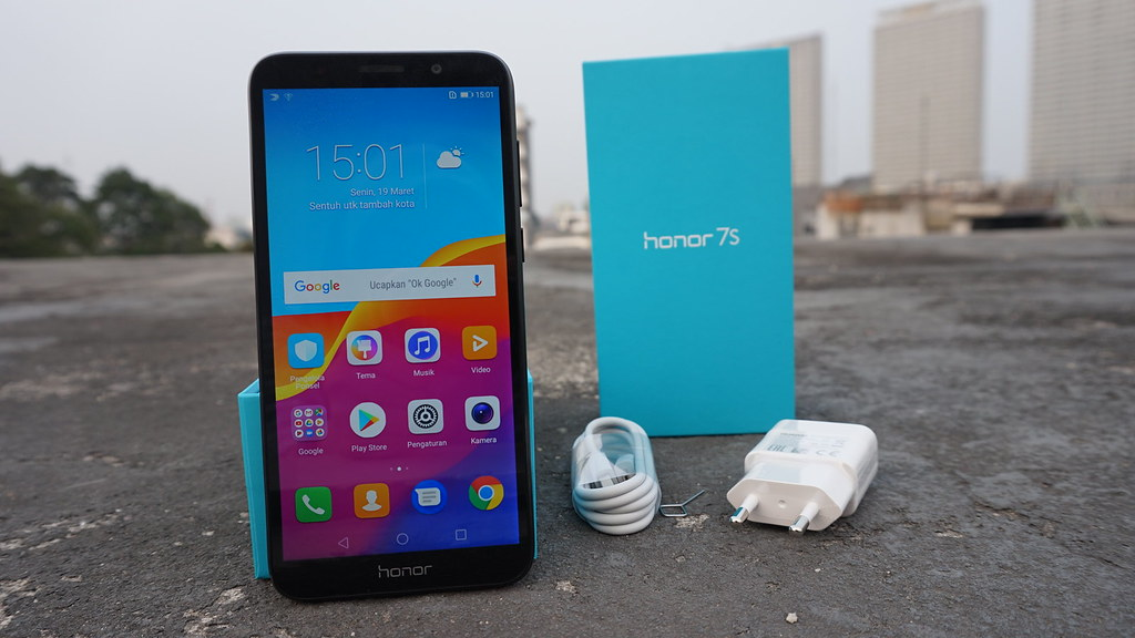 محتويات علبة هاتف Honor 7s