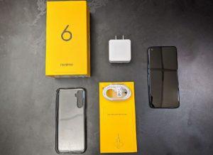 محتويات علبة هاتف Realme 6