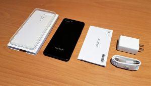 محتويات علبة هاتف Realme C1 :-