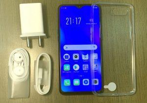 محتويات علبة هاتف Oppo K1