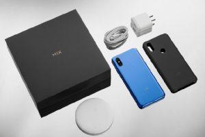 محتويات علبة هاتف Xiaomi Mi Mix 3