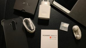 محتويات صندوق هاتف Huawei Mate 9
