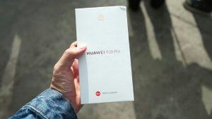 محتويات صندوق هاتف Huawei P20