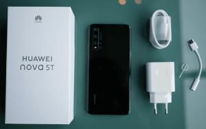 محتويات صندوق هاتف Huawei Nova 5T