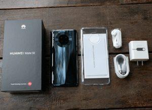 محتويات صندوق هاتف Huawei Mate 20 Pro