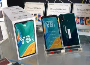 محتويات صندوق هاتف Huawei Y8s