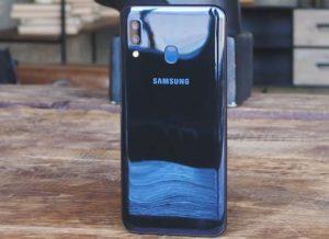 كاميرا هاتف Samsung Galaxy A20