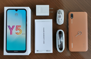 محتويات صندوق هاتف Huawei Y5 2019