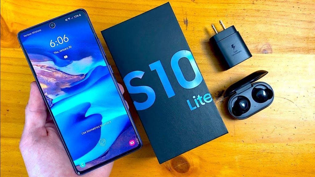 محتويات علبة Samsung Galaxy S10 Lite