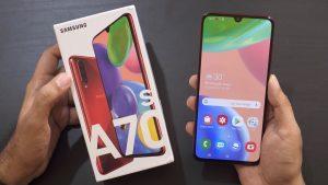 محتويات علبة هاتف Samsung Galaxy A70s