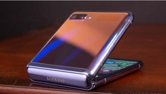 عيوب Samsung Galaxy Z Flip