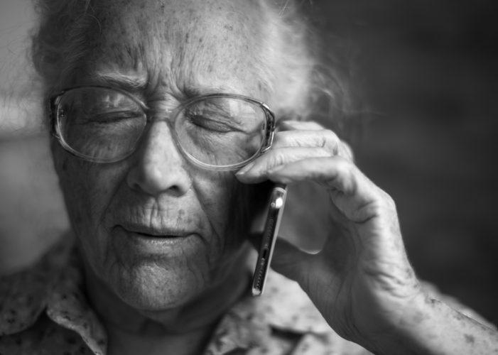 أفضل 10 تطبيقات لكبار السن الذين يعيشون وحدهم