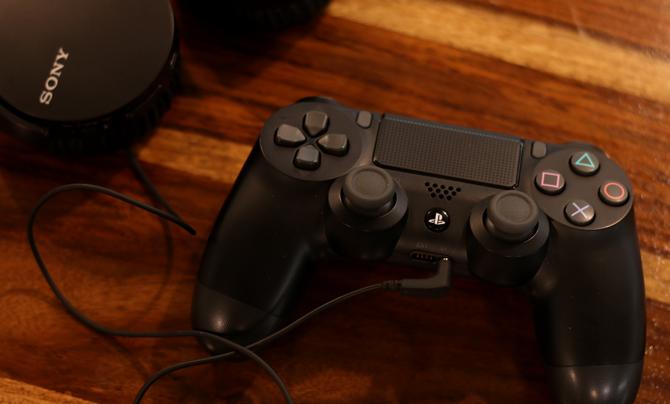 كيفية توصيل سماعة الرأس السلكية بـ PS4